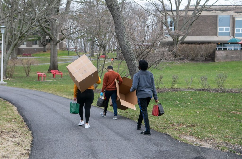 Stony Brook Students Moving Out of their Dorms